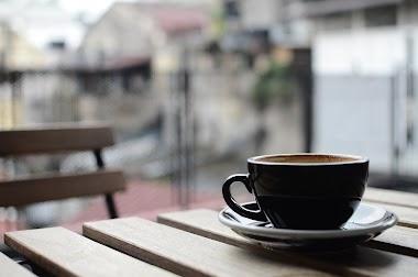 Kako kafa utiče na organizam i zašto ostajemo budni?