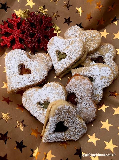 Weihnachtsplätzchen mit Walnuss