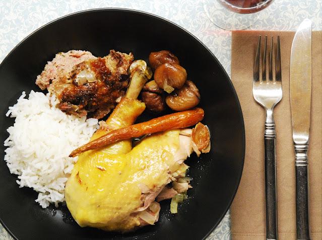 Poulet farci avec abricots secs et noix de pécan