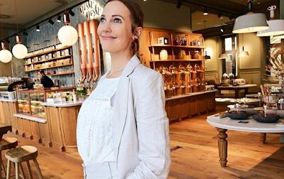 النجمة التركية مريم أوزيرلي تفتتح أول مطعم لها في ألمانيا
