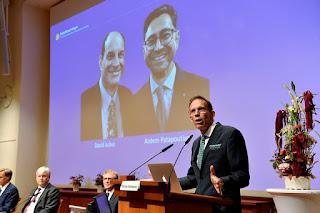 Hai người Mỹ đoạt giải Nobel Y học nhờ nghiên cứu về nhiệt và xúc giác