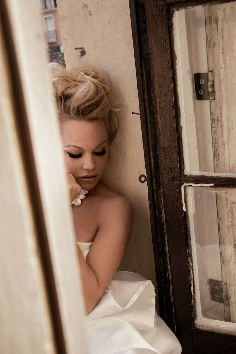 Pamela Anderson Sexy Photoshoot Images