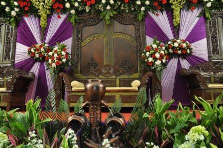 pelaminan gebyok itu khas original budaya pengantin jawa