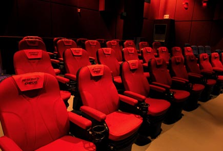 the movie psychoanalyst men in black 3 viewing at the vip. Black Bedroom Furniture Sets. Home Design Ideas