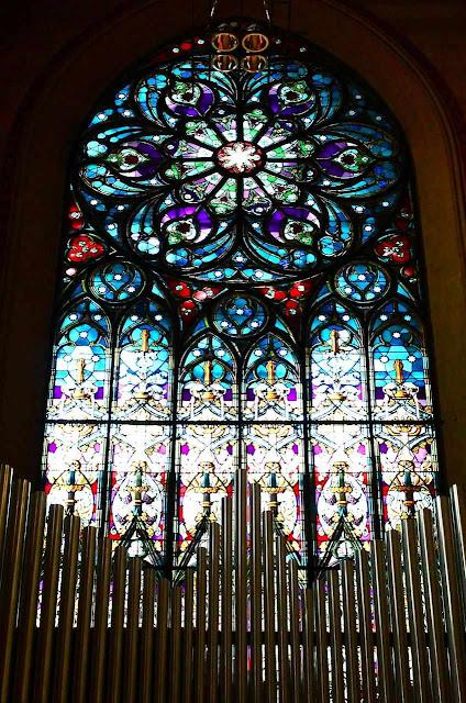 Igreja do Sagrado Coração do Sufrágio, rosácea e órgão
