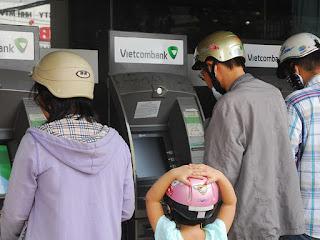 """""""Tự vệ"""" với những tên siêu trộm tiền từ thẻ ATM"""