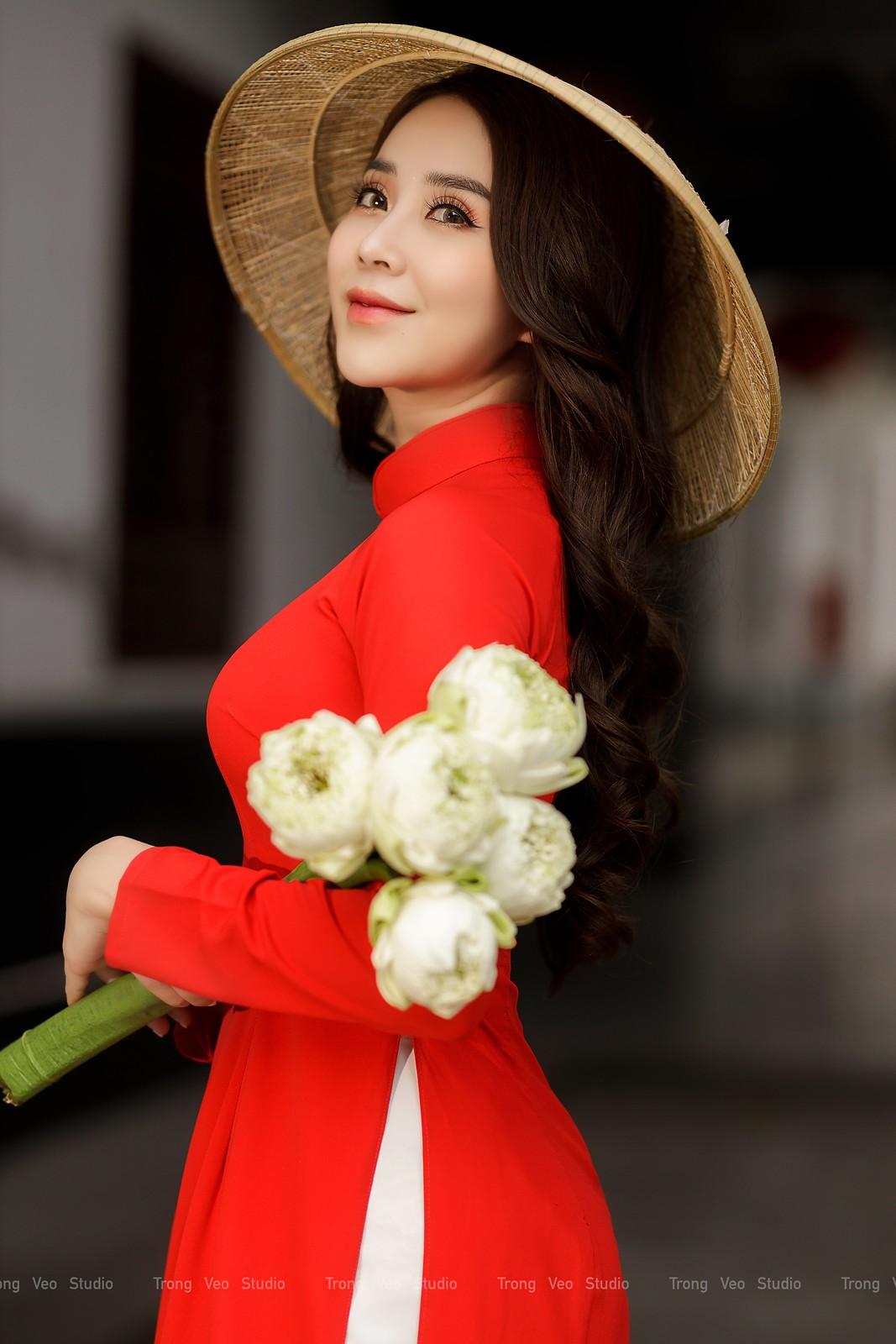 Ngắm hot girl Lục Anh xinh đẹp như hoa không sao tả xiết trong tà áo dài truyền thống - 18