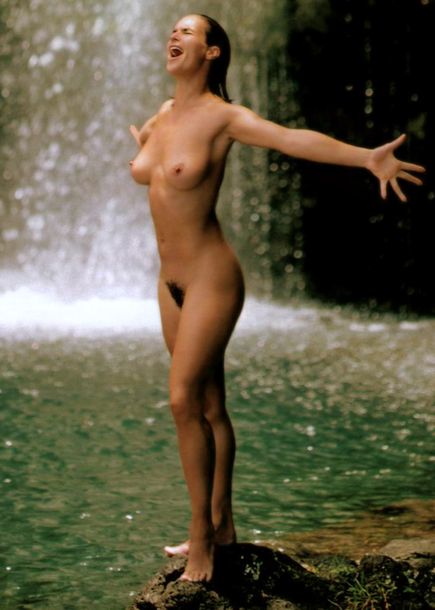 Famous Women Naked Photos