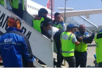 Pesawat Milik Batik Air Mendarat Darurat di Kupang, Pilot Diduga Pingsan