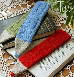 http://translate.google.es/translate?hl=es&sl=en&tl=es&u=http%3A%2F%2Ftwinsknit.blogspot.com.es%2F2011%2F07%2Fcrayon-bookmark-free-knitting-pattern.html