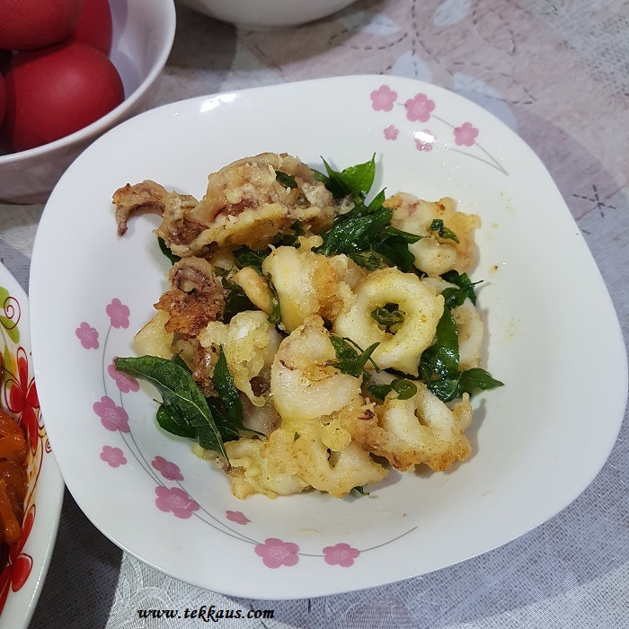 Crispy butter calamari curry leaves