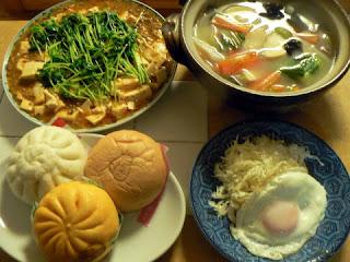 夕食の献立 献立レシピ 飽きない献立 野菜スープ マーボ豆腐 目玉焼き そして中華まん