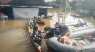 Satgas Banjir Koarmada II Salurkan bantuan diempat Kecamatan Sungai Tabuk Banjarmasin