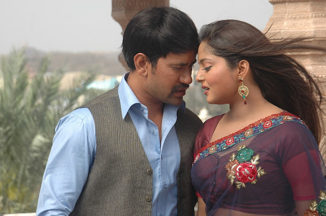 Dinesh Lal Yadav & Anjana Singh busy in Film 'Beta' shooting