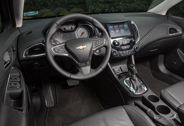 Interior Chevrolet Cruze II Sedán 2017