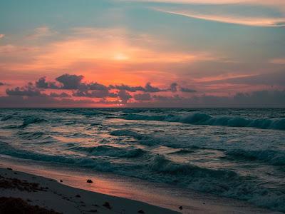 Evening ocean sky - Photo by Aaron Huber on Unsplash