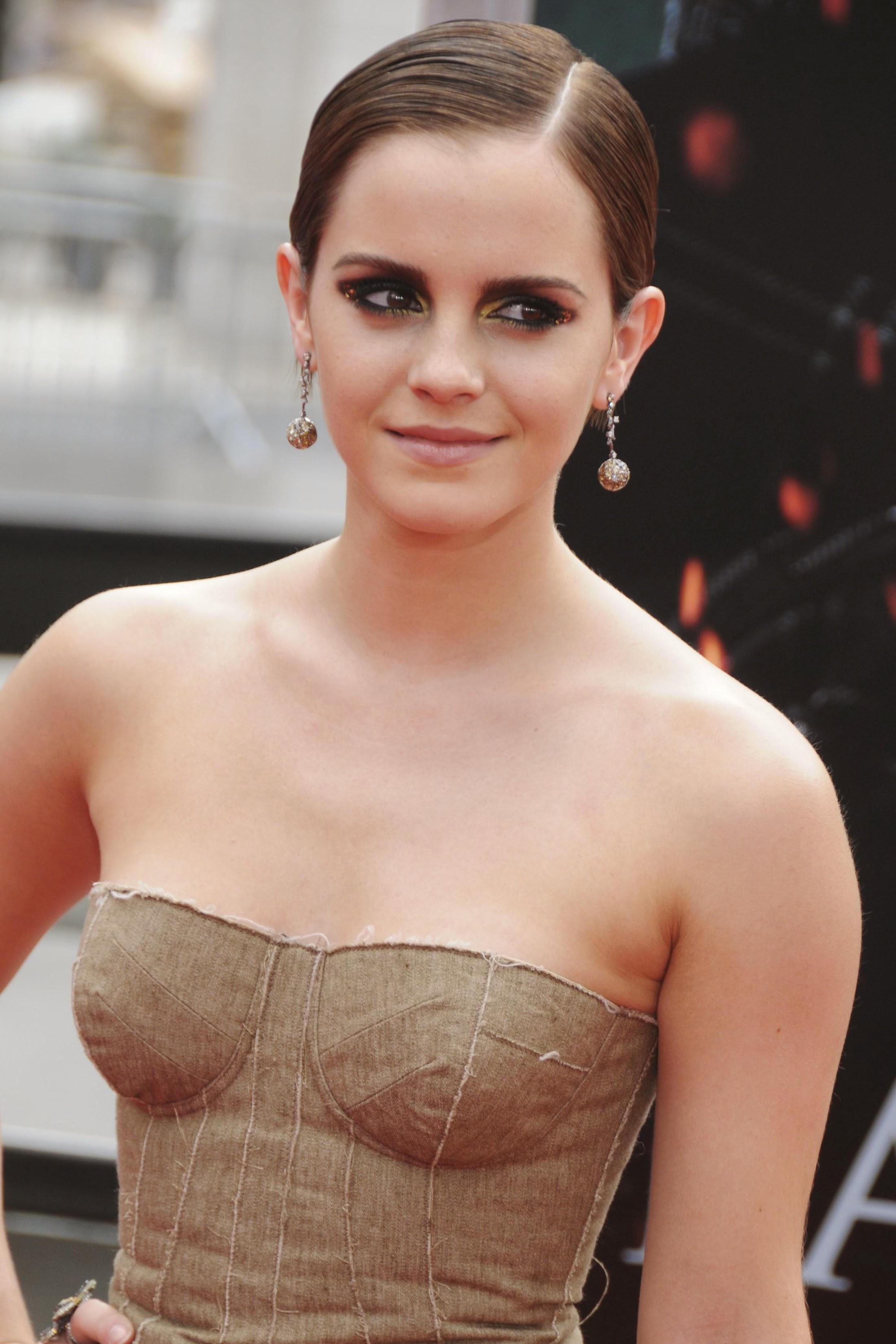 Emma Watson Nude Photos 11