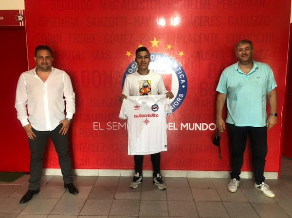 Oficial: Argentions Juniors, firma cedido Johan Campaña