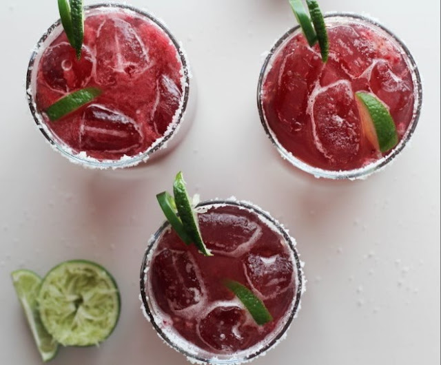 Blackberry Jalapeno Margaritas #drinks #summer