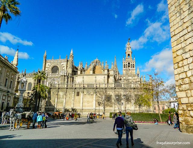 A Praça do Triunfo e a Catedral de Sevilha