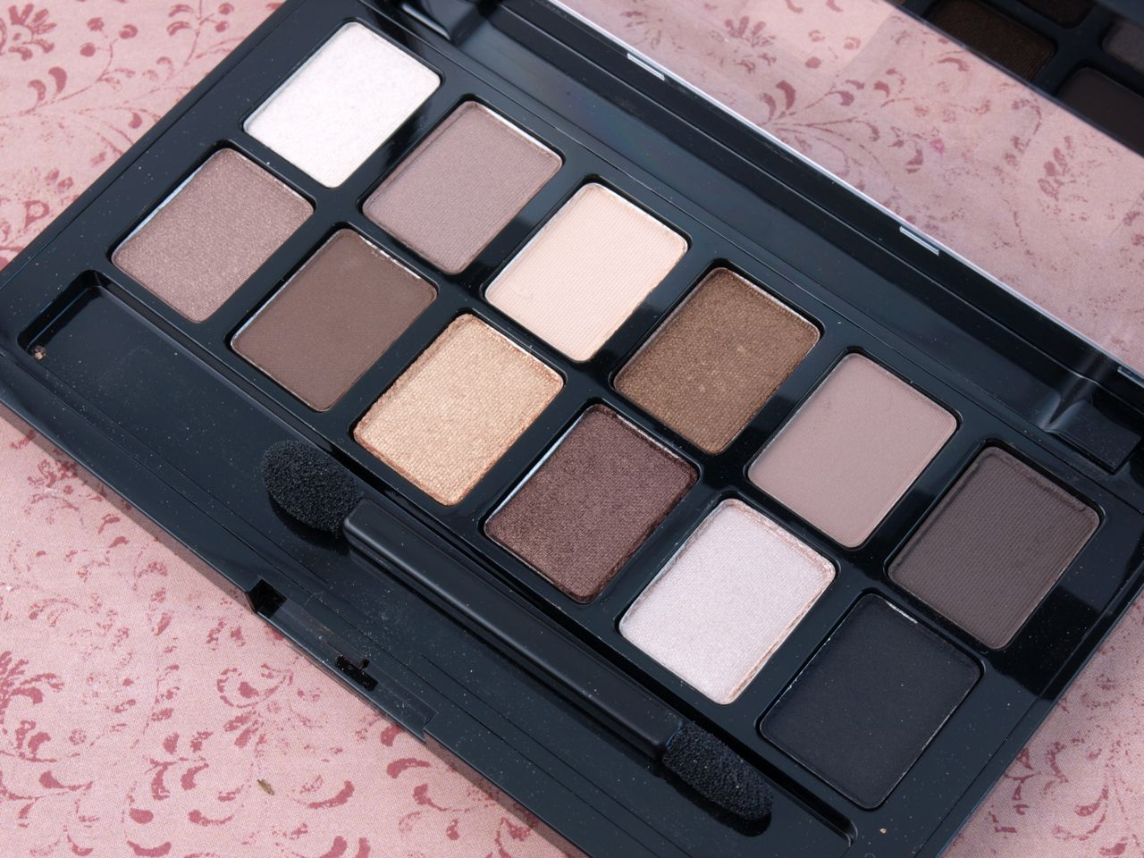 Maybelline The Nudes & The Blushed Nudes Eyeshadow Palettes: Review and Swatches