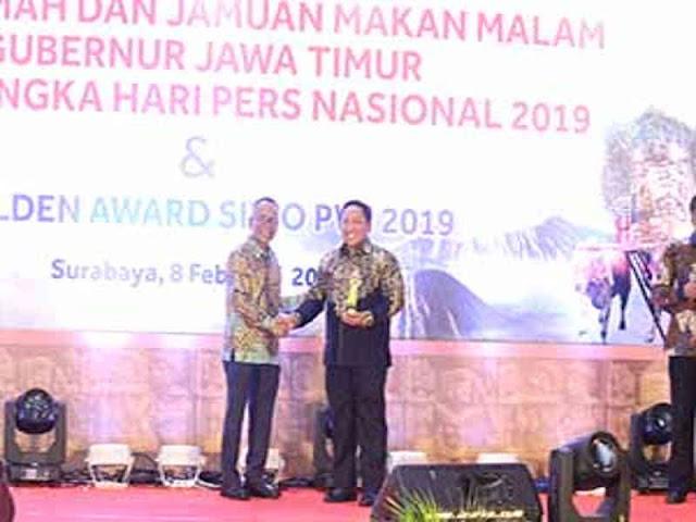 Aliong Mus Terima Golden Award Seksi Wartawan Olahraga (SIWO) PWI Pusat