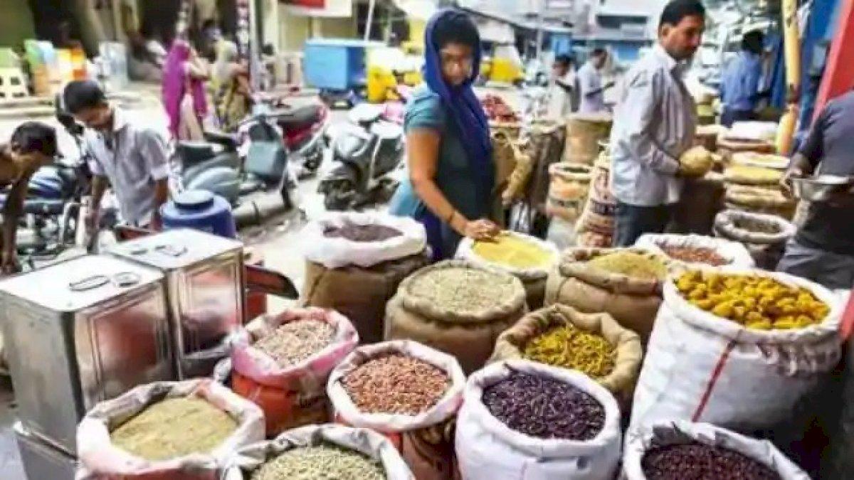 महंगाई ने किया बुरा हाल, सरसों तेल पहुंचा 220 रुपये, खुली चाय हुई और कड़वी, दालें हुईं लाल