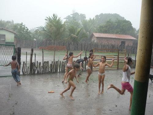 chove em Maracanaú e Fortaleza