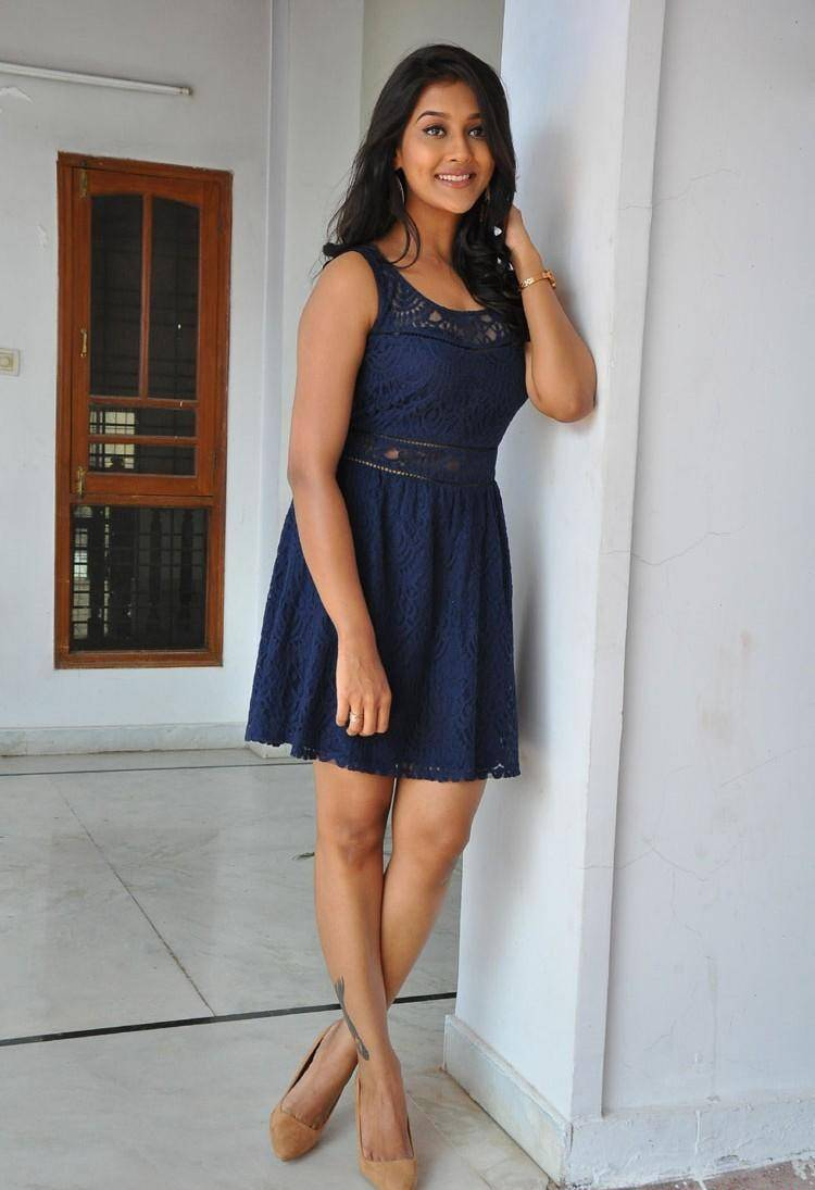 Actress Pooja Jhaveri Long Legs Stills In Blue Dress