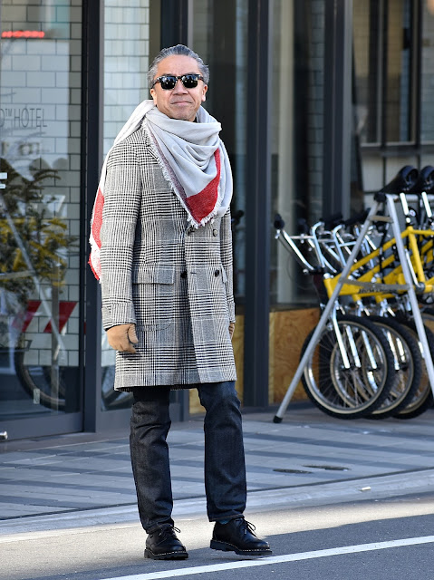 裾が長いデニムのスタイル