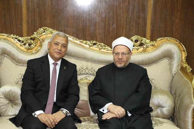 محافظ المنوفية يستقبل مفتي الديار المصرية بمكتبة بالديوان العام
