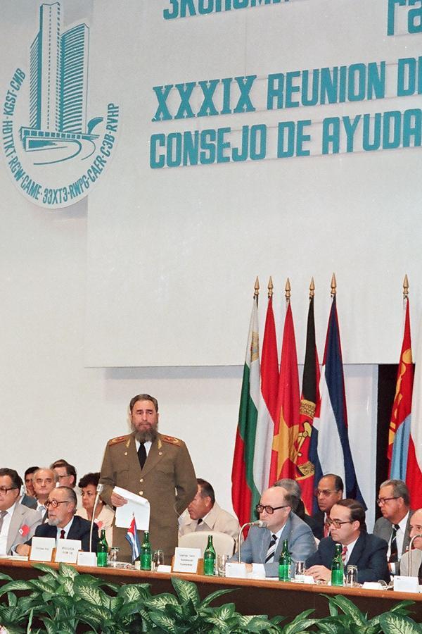 e.i.: Julio 11 (1972): Cuba ingresa en el Consejo de Ayuda Mutua Económica ( CAME)