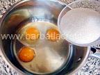 Prajitura diplomat preparare reteta - punem zaharul peste trei oua
