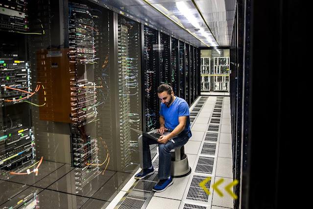 Помимо целенаправленного слива данных с целью продажи, сотрудники Ростелекома могут искать вторую работу