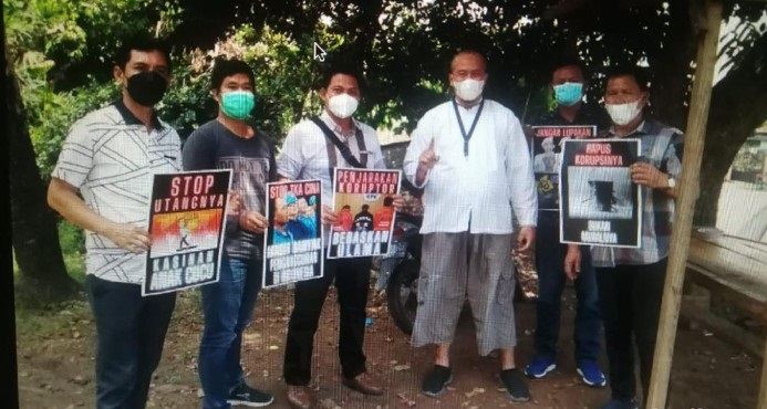 Usai Fotonya Viral, Ustadz Royan Klarifikasi Soal 5 Polisi Angkat Poster 'Demo' Jokowi