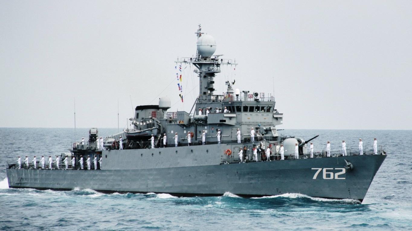 "Korean Pohang-Class Anti-Submarine Warship ""Chungju PCC-762"" Offered to Philippine Navy"