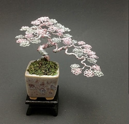 05-Ken-To-aka-KenToArt-Miniature-Wire-Bonsai-Tree-Sculptures-www-designstack-co