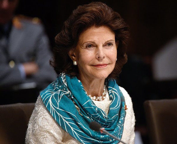 Queen Silvia at seminar on the subject of circus and inclusion and learn about the collaboration of disabled people in cultural projects, at the Chamaeleon Theater in Berlin, Queen wears dress. Queen Silvia at seminar at the Chamaeleon Theater in Berlin, Queen wears dress, style of Silvia, diamond earrings, jewellry, jewels