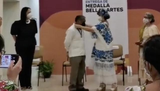 Literato maya Feliciano Sánchez Chan recibe Medalla Bellas Artes 2021
