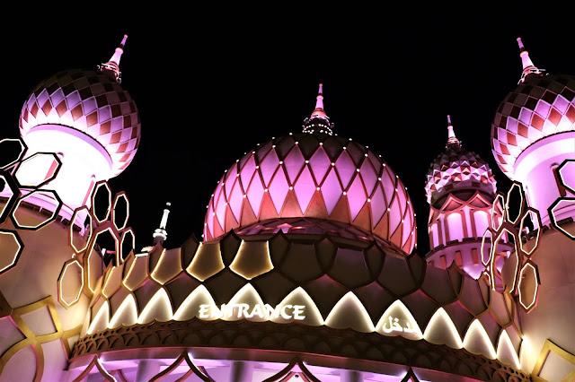#TheLifesWayCaptures - @GlobalVillageAE #GlobalVillage #Dubai #PhotoReviews