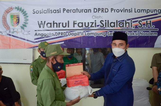 Wahrul Fauzi Silalahi Sosialisasi Perda AKB dan Berbagi Masker