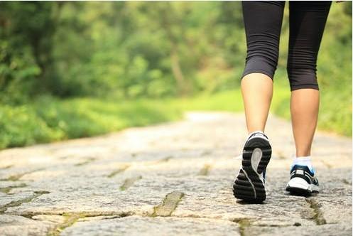 5  فوائد مذهلة للسير من أجل النساء بعد سن اليأس