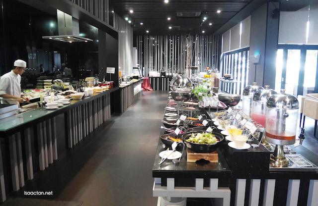 The next day's breakfast buffet at SKY 360, with yummy noms