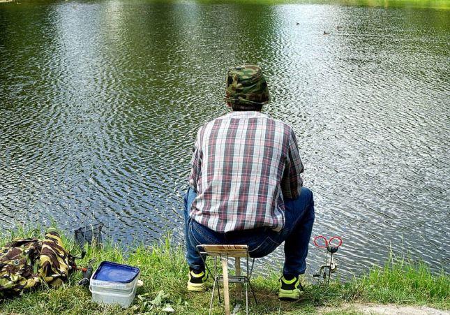 Mientras pescaba en lago de Central Park-NY engancha cadáver de un hombre
