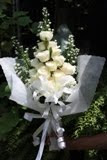Anggunnya Pengantin Wanita Dengan Hand Bouquet