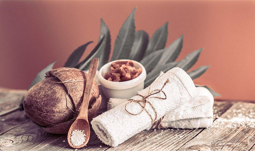 Exfoliante para los labios con miel y coco