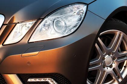 Comment nettoyer les phares de voiture oxydés?