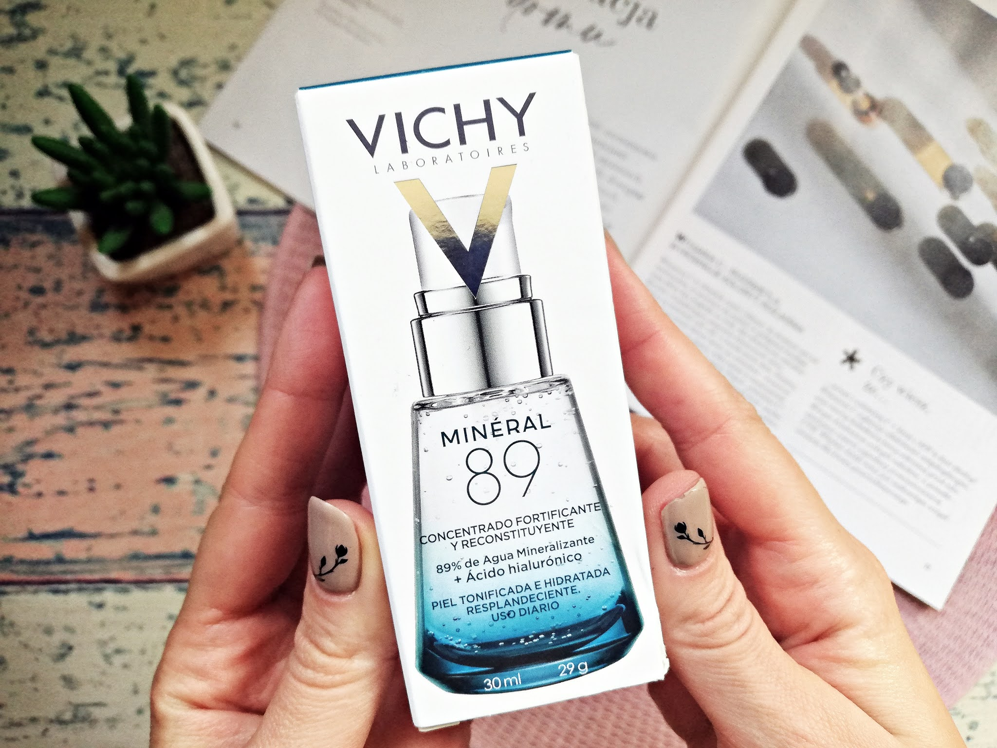 Vichy, Mineral 89, Fortifying and Plumping Daily Booster (Booster wzmacniająco-nawilżający z kwasem hialuronowym)