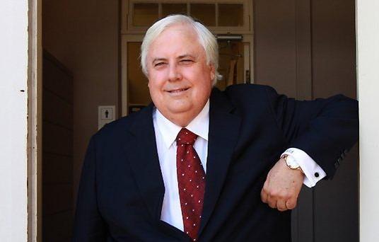 Австралийский миллиардер Клайв Палмер заявил, что возобновляет работу над созданием точной копии океанского лайнера «Титаник»