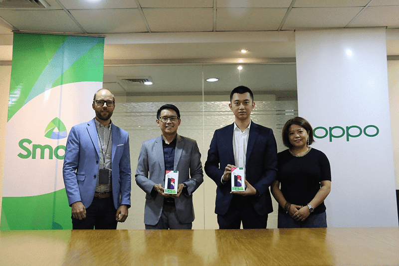 Smart and OPPO join forces for LTE. From L-R: Espen Wiig Warendorph, consultant for Consumer Experience Operations, Smart; Smart vice president and head for Prepaid marketing Carlo Endaya; OPPO Philippines Vice President of Channel Sales Zen Han; and Jane Wan, OPPO Philippines Vice President of Marketing.